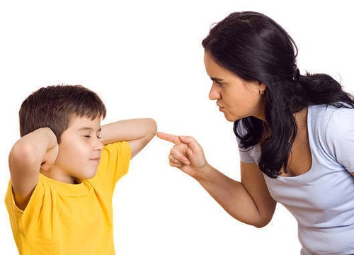 Làm gì khi trẻ bướng bỉnh