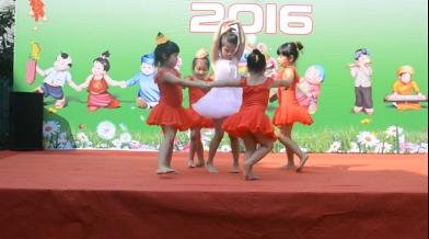 Tiết mục múa Happy new year 2016 của lớp LION CS2
